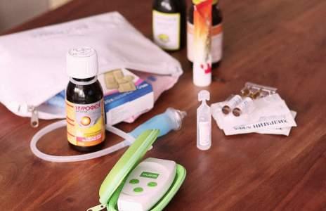 Какво си нося в аптечката при пътуване с бебе Касиди